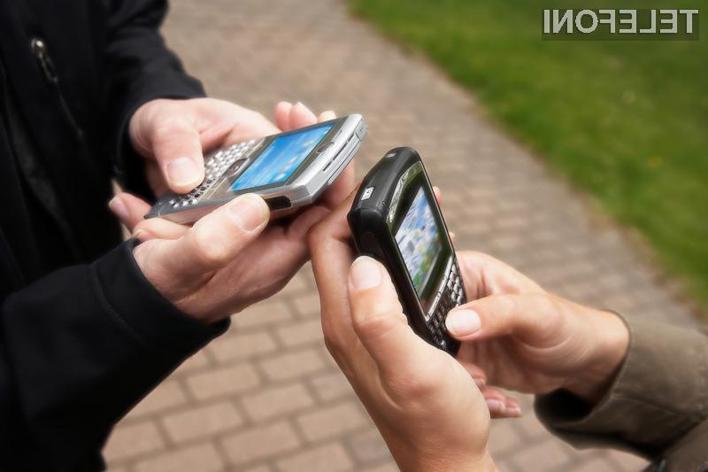 Mobilni podatkovni promet je decembra 2009 na globalni ravni presegel promet, povezan z glasovnimi storitvami.