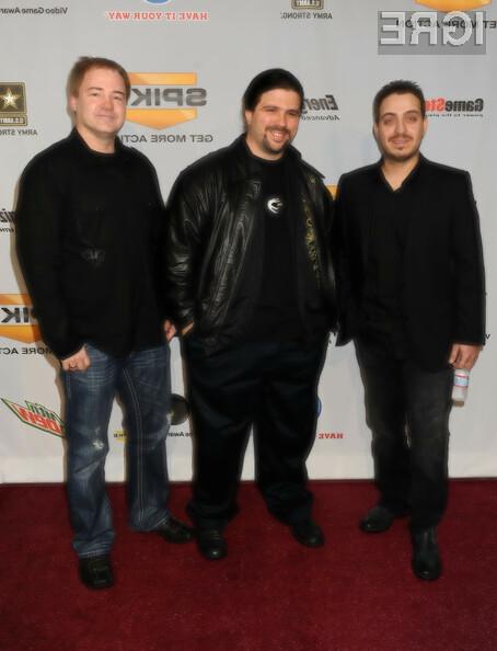 Jason West (na sredini), Vince Zampella (desno)