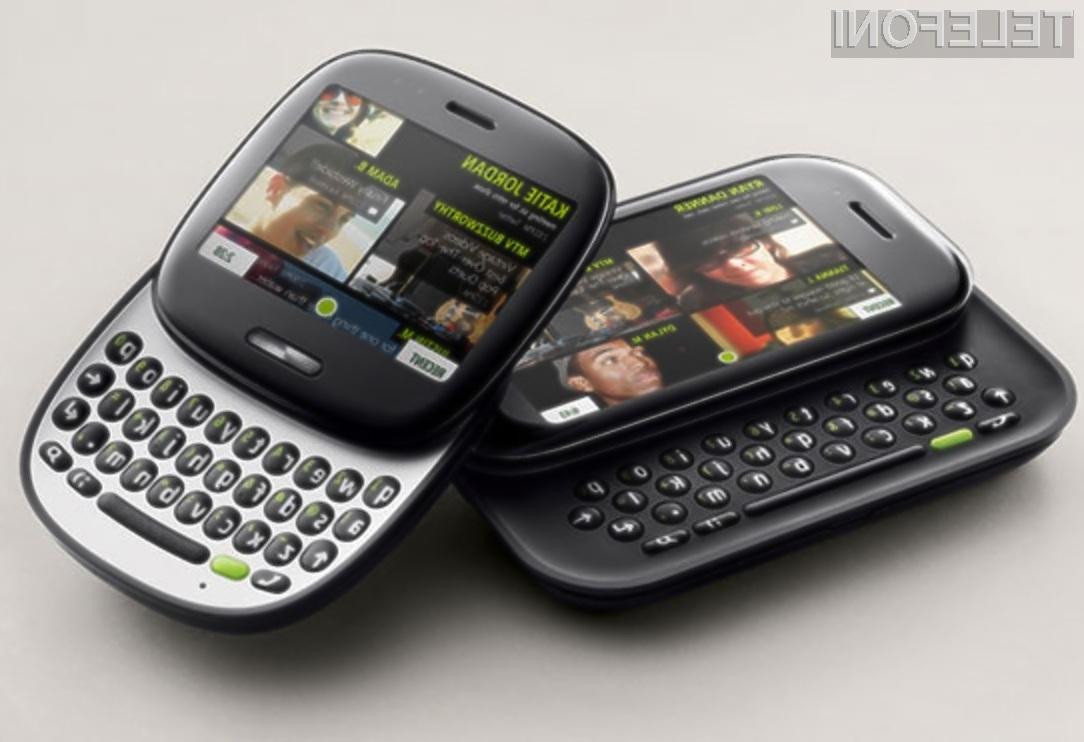 Oblikovno zanimiva mobilnika Microsoft Kin One in Kin Two sta vendarle prispela na trg!