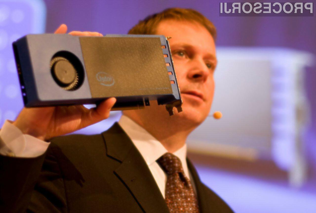 Knights Ferry je že na voljo izbranim razvijalcem, v drugi polovici leta 2010 pa bo Intel še razširil program in ustvaril široko paleto razvojnih orodij za arhitekturo MIC.