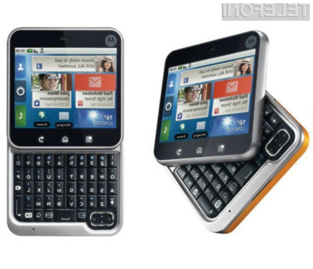 Oblikovno zanimiv mobilnik Motorola FlipOut je pisan na kožo ljubiteljem socialnih mrež.