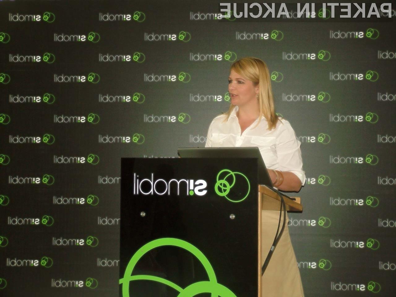 Eva Aljančič, direktorica marketinga, predstavlja storitve za gostovanje.