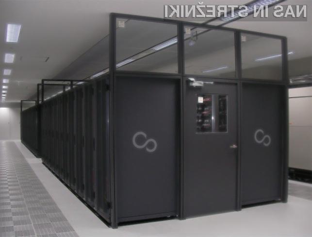 Strojna oprema superračunalnika K zajema kar 864 strežniških rezin.