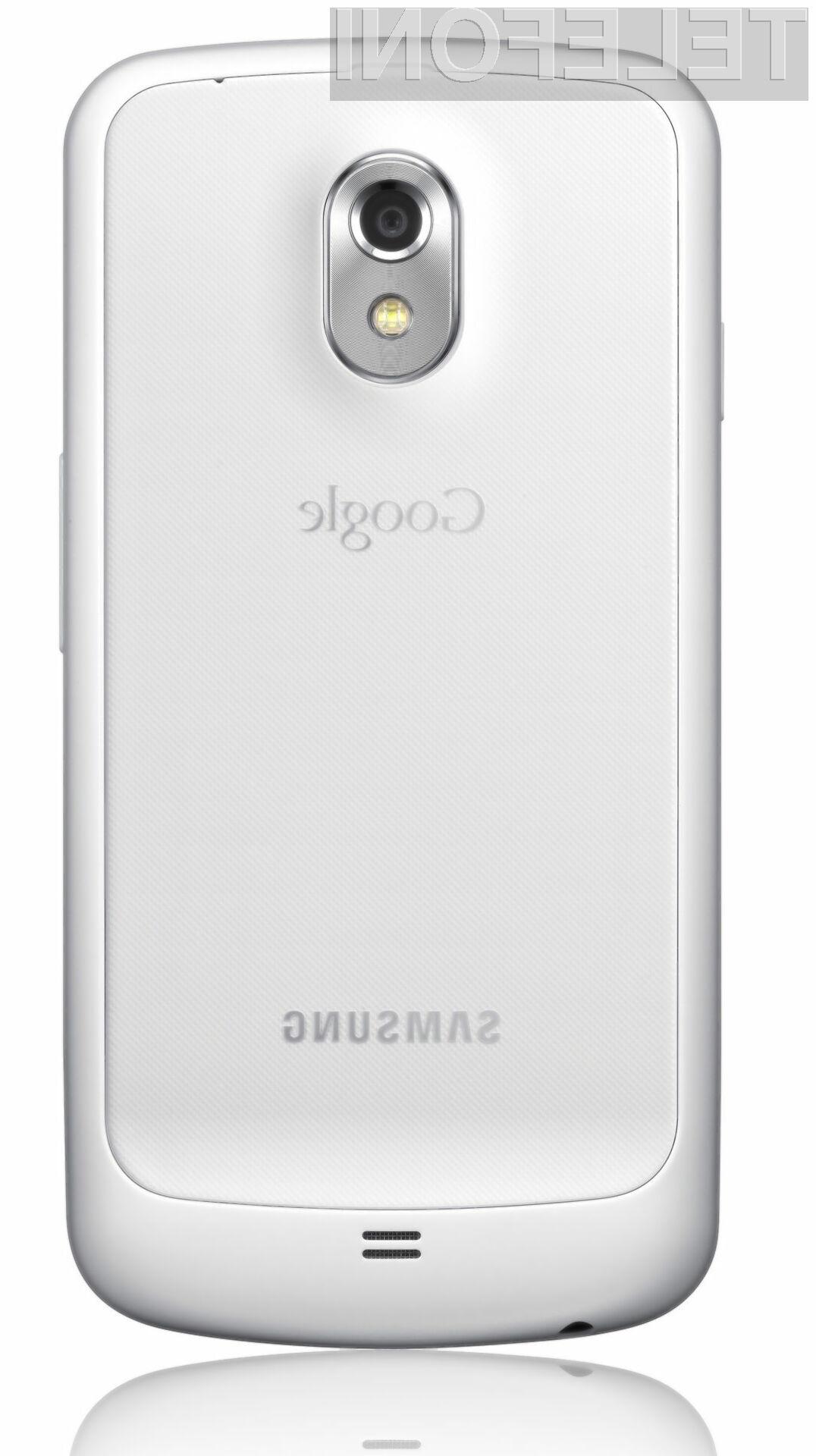 Mobilniku Galaxy Nexus bela barva vsekakor zelo pristoji.