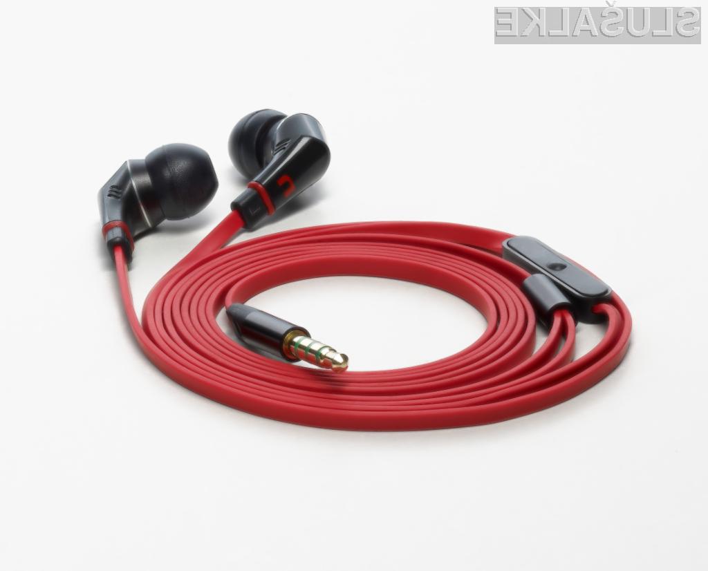 Slušalke s posebnim ploščatim kablom, ki se ne bo zapletal.