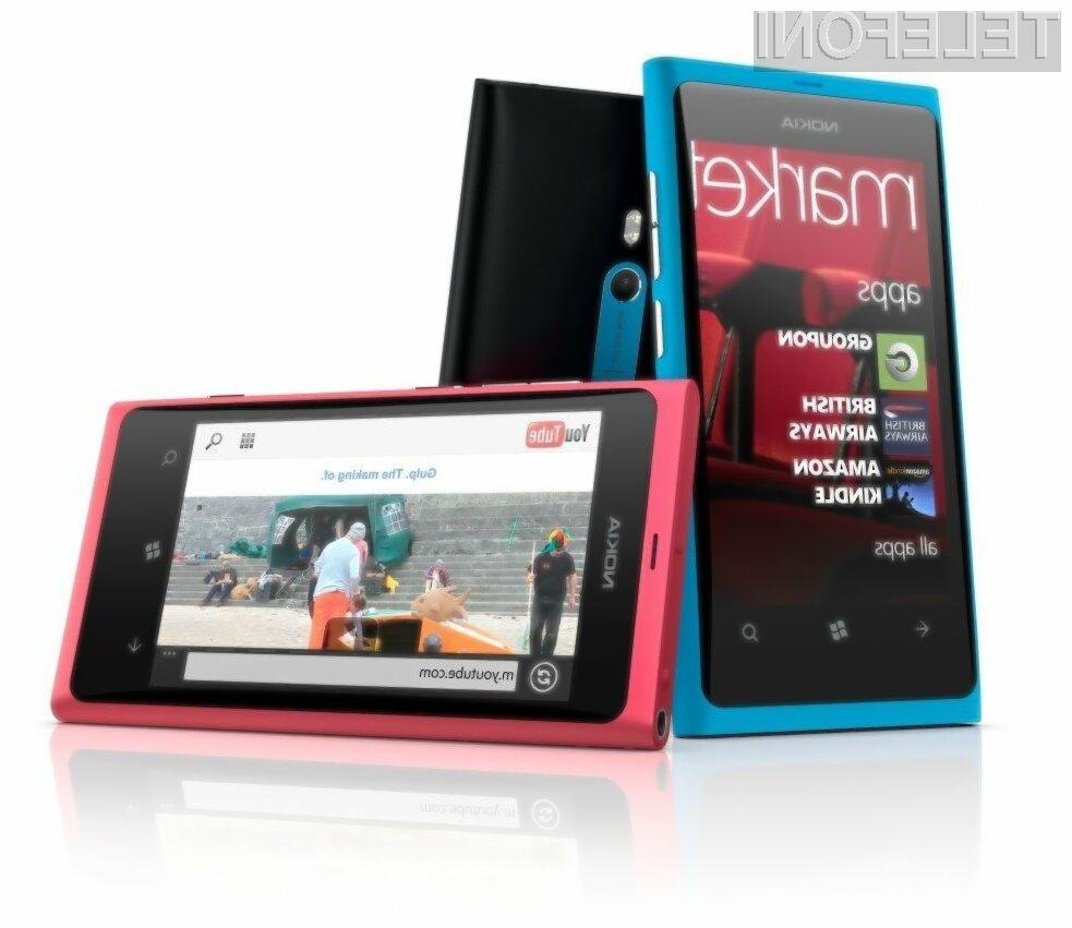 Eden bolj popularnih Nokiinih mobilnikov ta hip je Lumia 800.