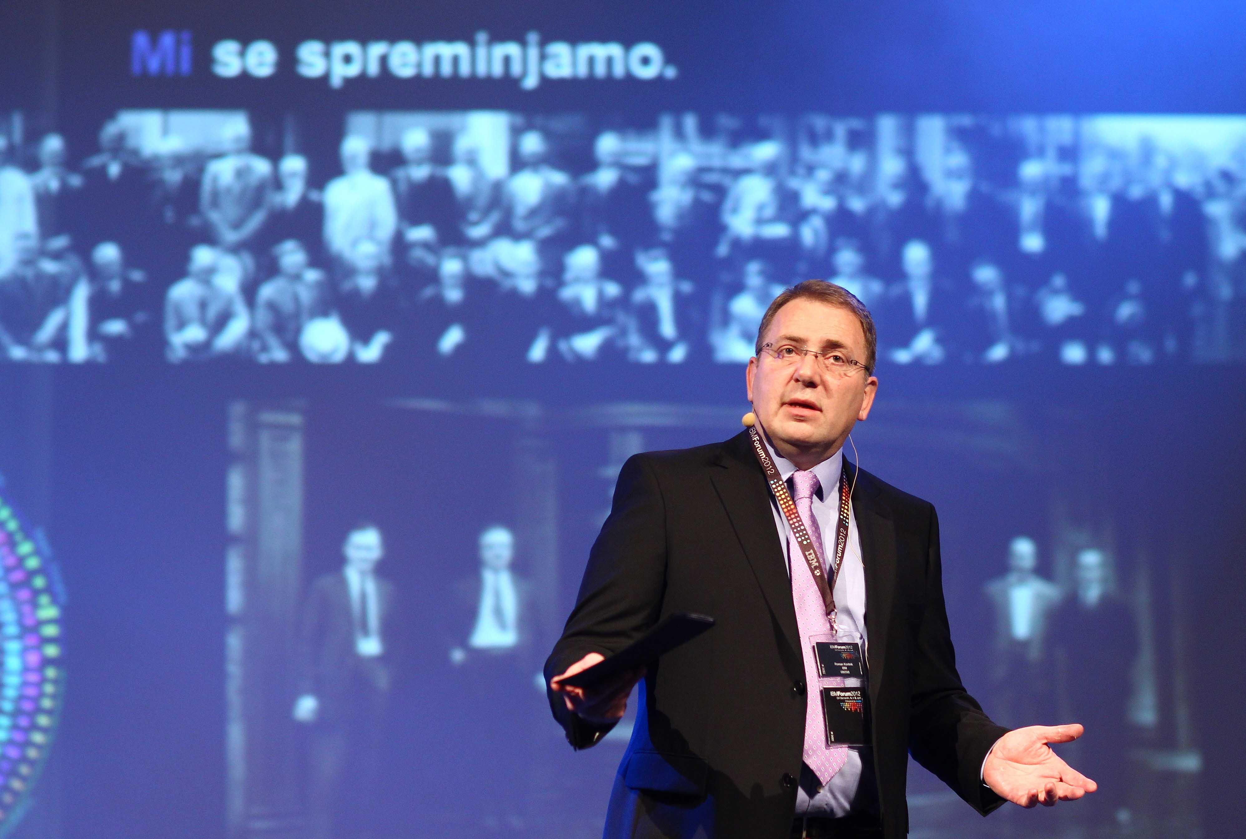 IBM Forum je odprl generalni direktor IBM Slovenija Roman Koritnik, ki je v uvodnem nagovoru več kot 1000 udeležencem izpostavil pomen pravih odločitev za modro prihodnost