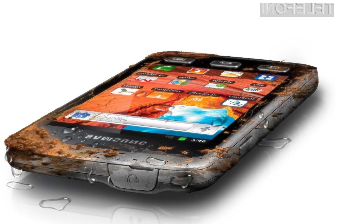 Samsung Galaxy Xcover je primeren tudi za trenje orehov.
