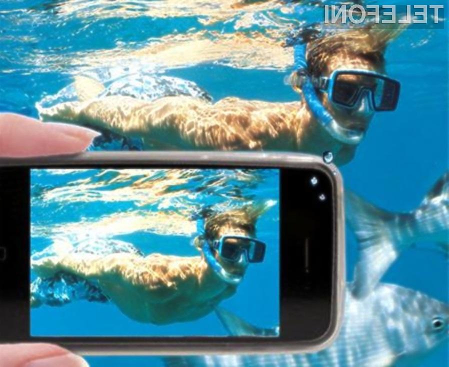 Z zaščitno folijo PhoneDome bo vaša mobilna naprava postala celo vodoodporna!