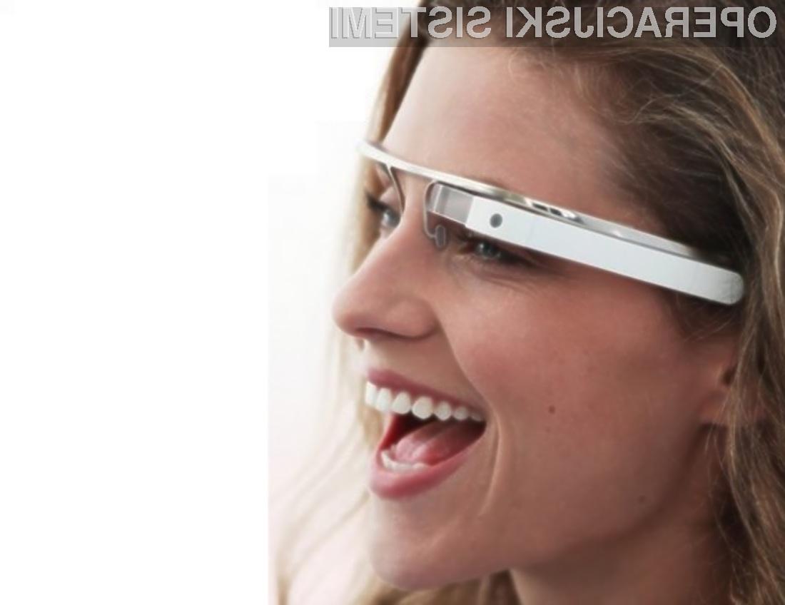 Miniaturni projektor, vgrajen v Googlova očala Glass, projicira slike neposredno na očesno mrežnico.