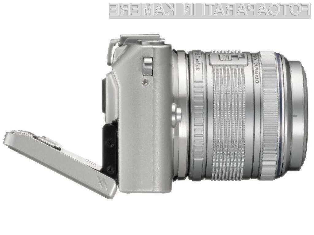 Olympus Lite E-PL5 se lahko pohvali s priročnim raztegljivim zaslonom.