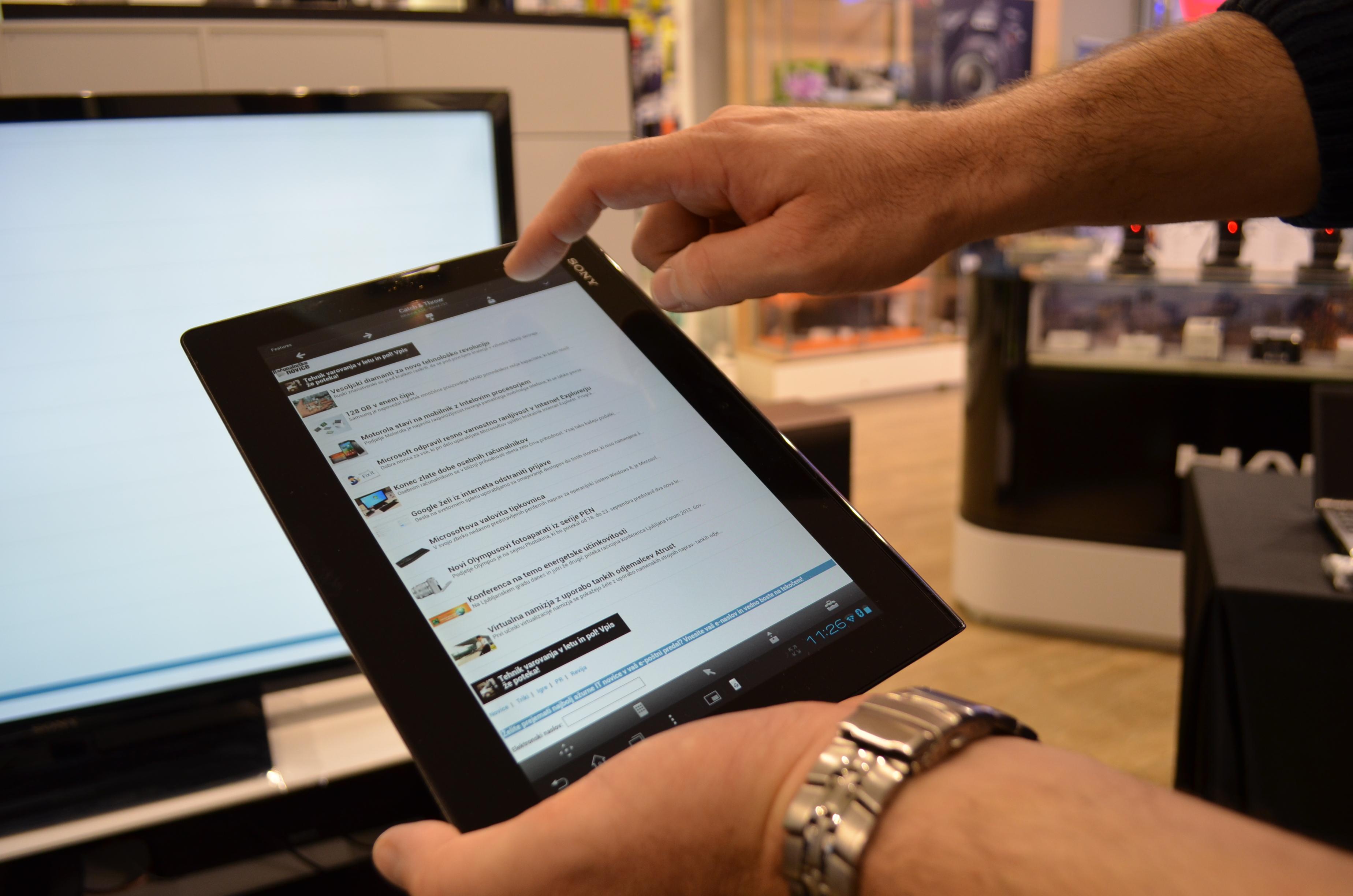Sony Xperia Tablet S: Aluminjasta tablica, odporna na vodo.
