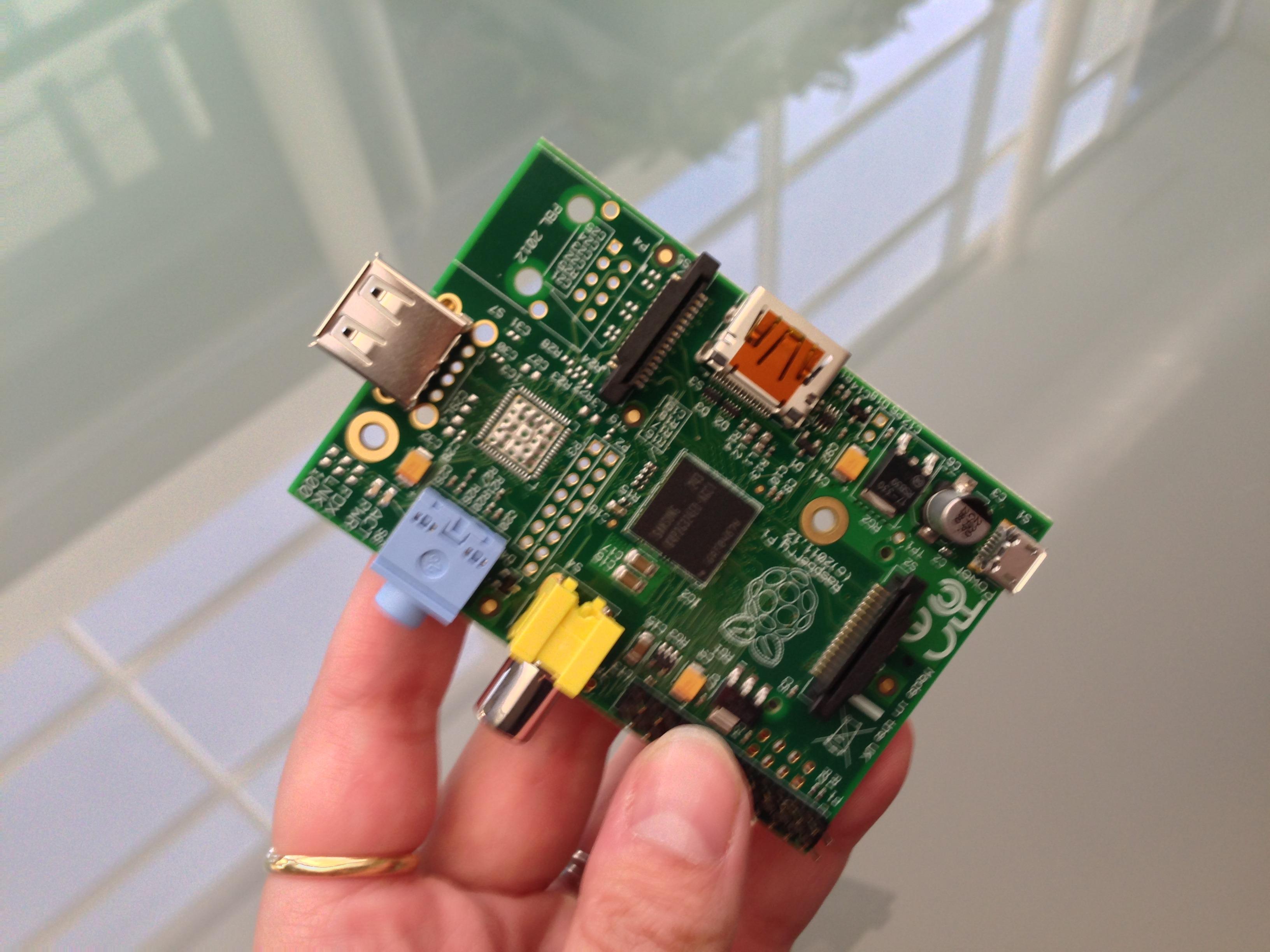 Raspberry Pi model A bo prevzel lovoriko najcenejšega osebnega računalnika na modrem planetu!
