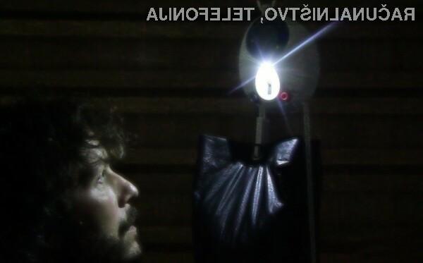 Svetilka GravityLight za delovanje ne potrebuje ne baterij ne fosilnih goriv!