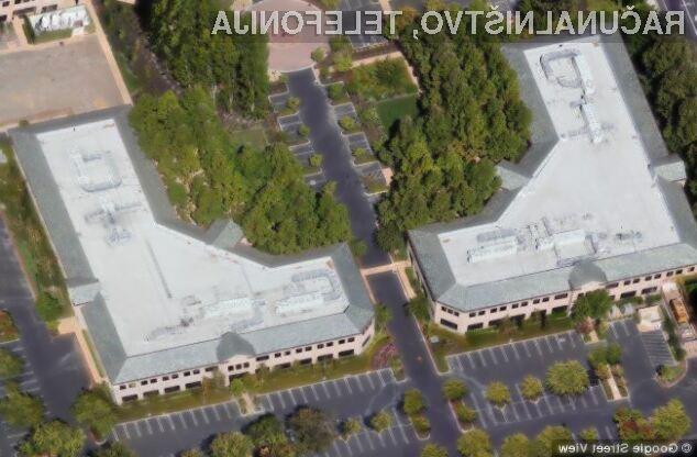 Tole sta Googlovi stavbi, v katerih delavci še naprej delajo v toksično izpostavljenem okolju.