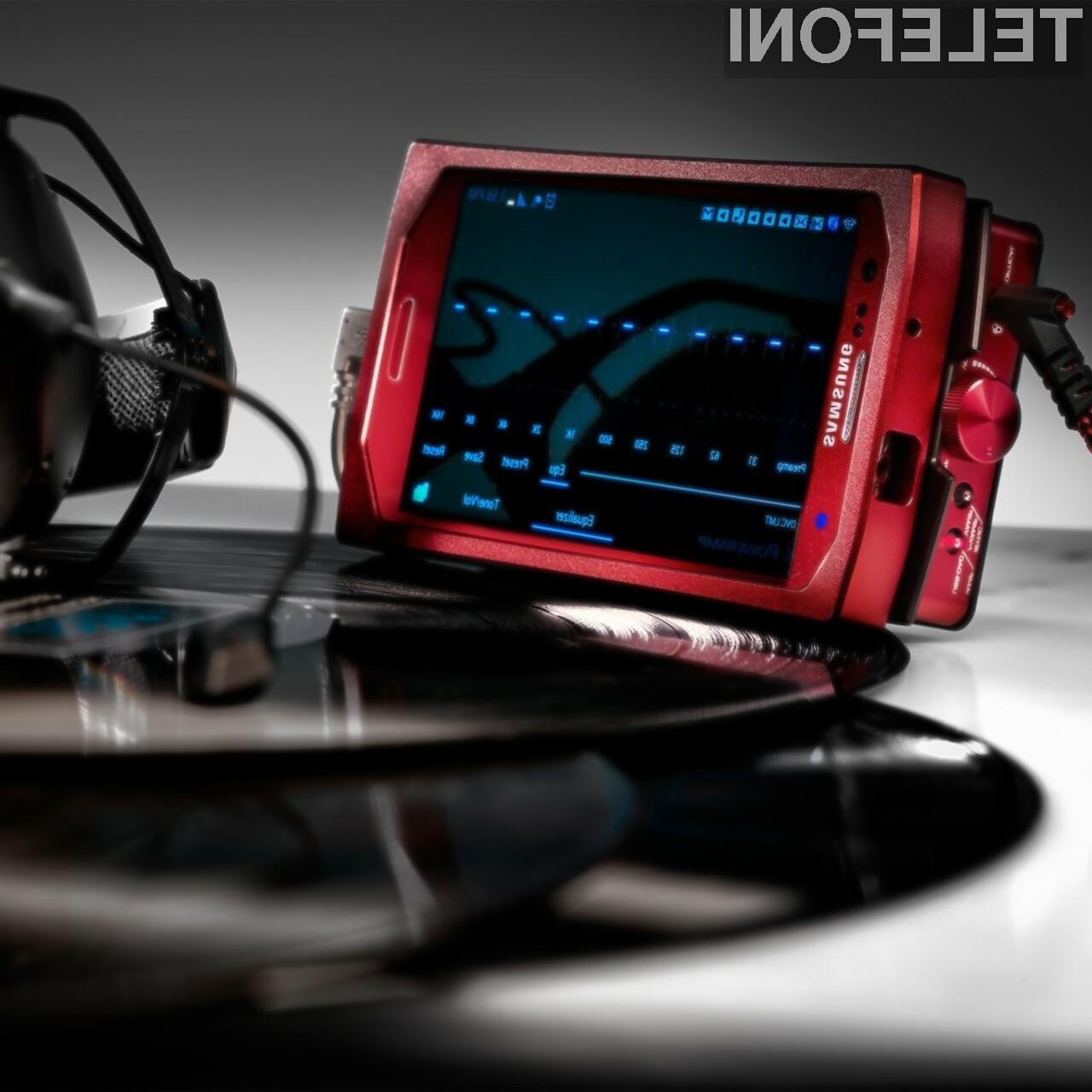 Vamp Verza je mini mobilni ojačevalnik za tiste, ki brez vrhunskega zvoka preprosto ne znajo živeti.