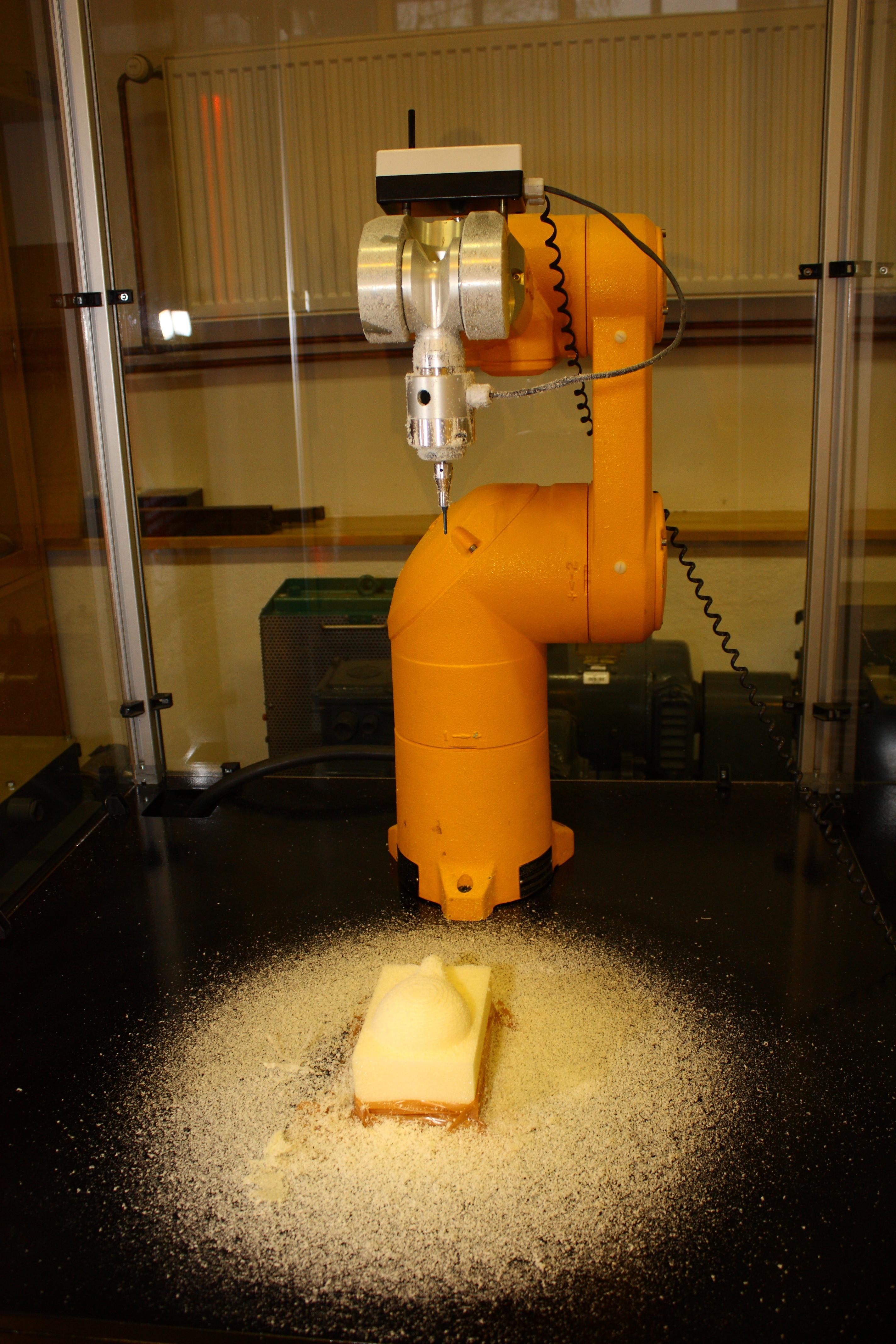 Študentje robotike na Fakulteti za elektrotehniko tudi letos organizirajo dogodek Dnevi industrijske robotike.