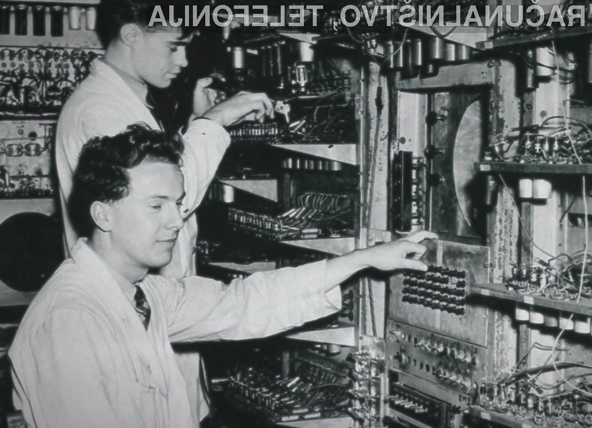 Prvi računalnik je imel za shranjevanje programov na voljo le 1024 bitov oziroma 128 bajtov pomnilnika.
