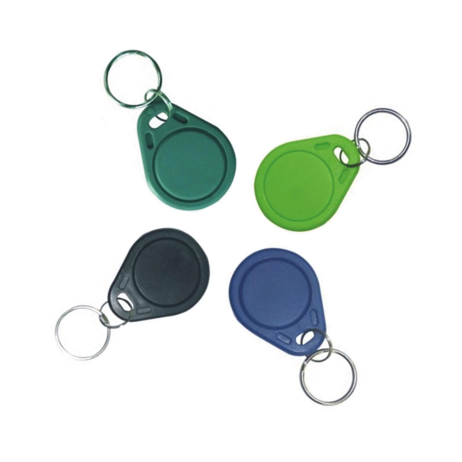 RFID čipi so kot ključi, ki omejujejo dostop in beležijo prisotnost.