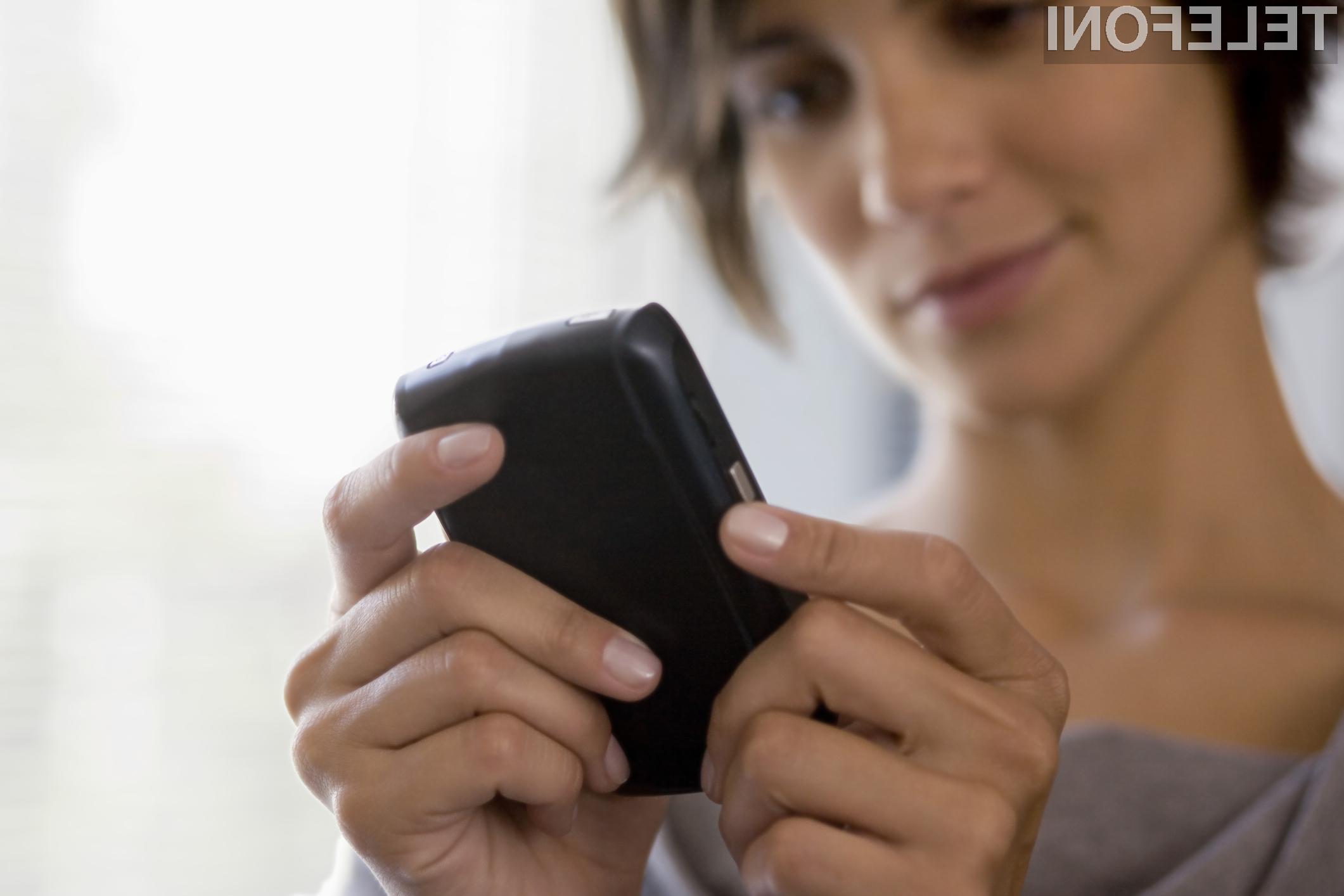 Čez dobro leto dni naj bi se občutno pocenila telefoniranje in uporaba mobilnega interneta pri gostovanju v državah Evropske unije.