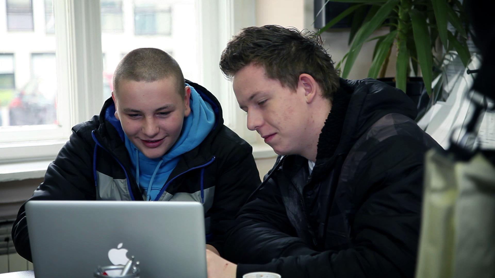 Miljoni uporabnikov uporabljajo družbene medije kot učinkovito komunikacijsko orodje.