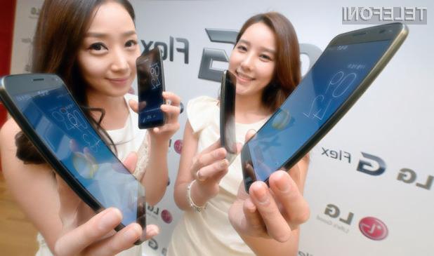 Površinske poškodbe ohišja mobilnika LG G Flex skoraj popolnoma izginejo v zgolj nekaj minutah.
