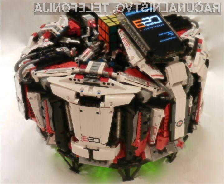 Naprava CubeStormer 3 je z Rubikovo kocko opravila v pičlih 5,27 sekundah!