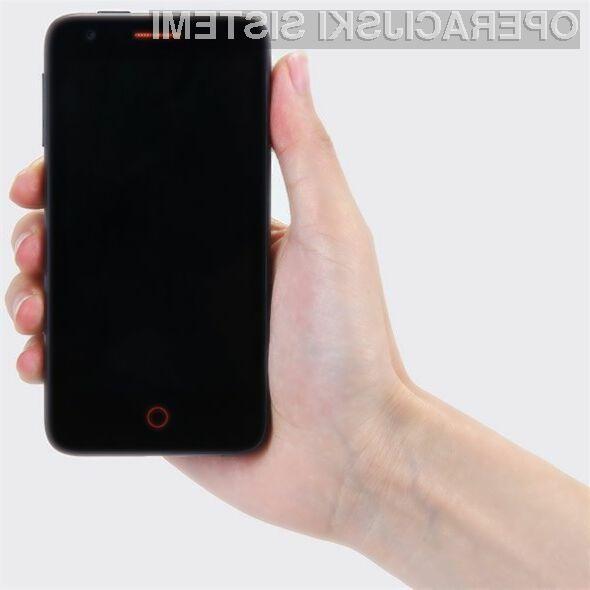 Mobilnik Mozilla Firefox Flame je kot prvi opremljen z mobilnim operacijskim sistemom Firefox OS 1.3.
