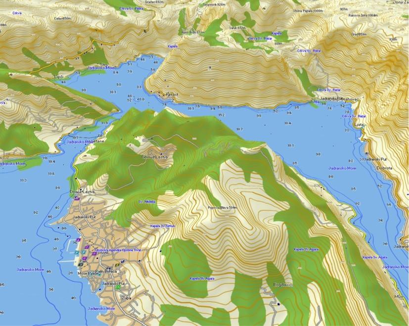 BASECAMP – 3D pogled – veliko topografskih podrobnosti s plastnicami, gorskimi vrhovi, poraščenostjo površin, izobatami in globinami.