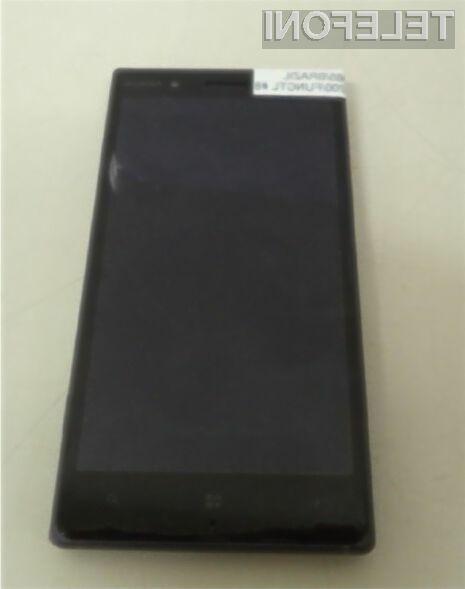 Pametni mobilni telefon Nokia 830 se bo zlahka prikupil ljubiteljem digitalne fotografije.