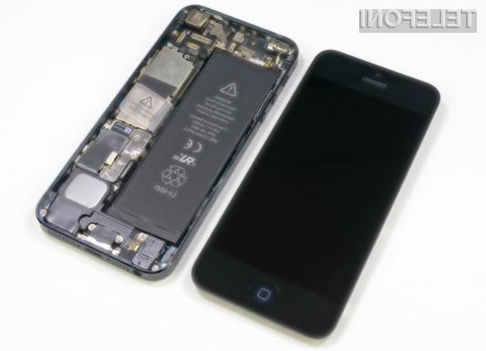 Apple bo baterijo mobilnika iPhone 5 z napako brezplačno zamenjal do dve leti od nakupa mobilne naprave oziroma do 1. marca 2015.