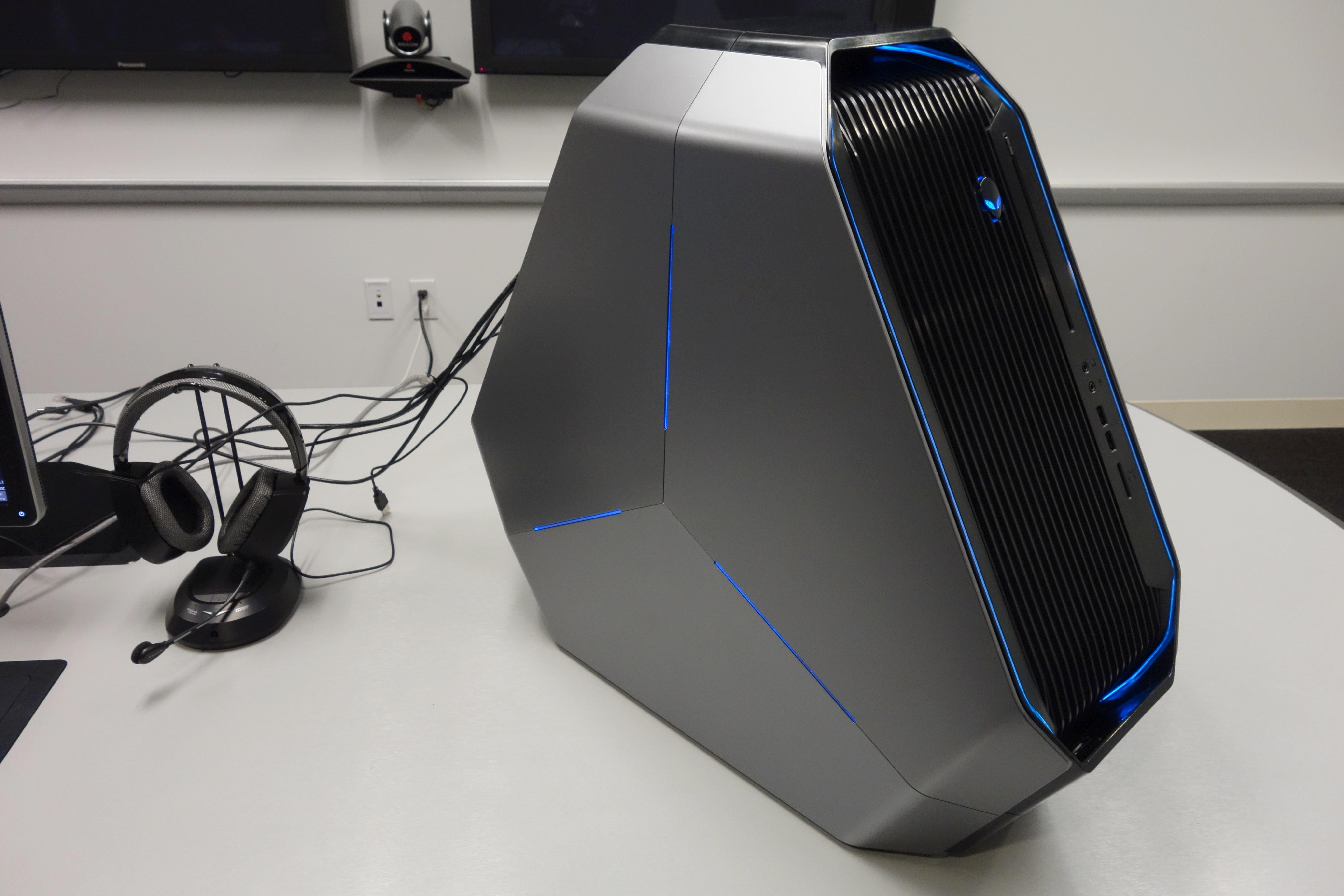 Osebni računalnik Alienware Area-51 (2014) trikotne oblike bo zlahka prepričal tudi najzahtevnejše igričarje!