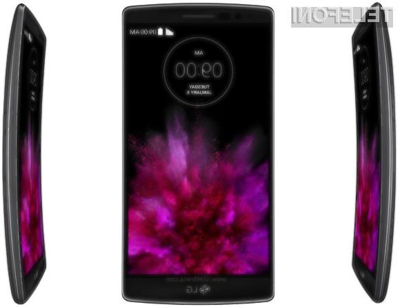 Površinske poškodbe ohišja mobilnika LG G Flex skoraj popolnoma izginejo v zgolj nekaj sekundah.