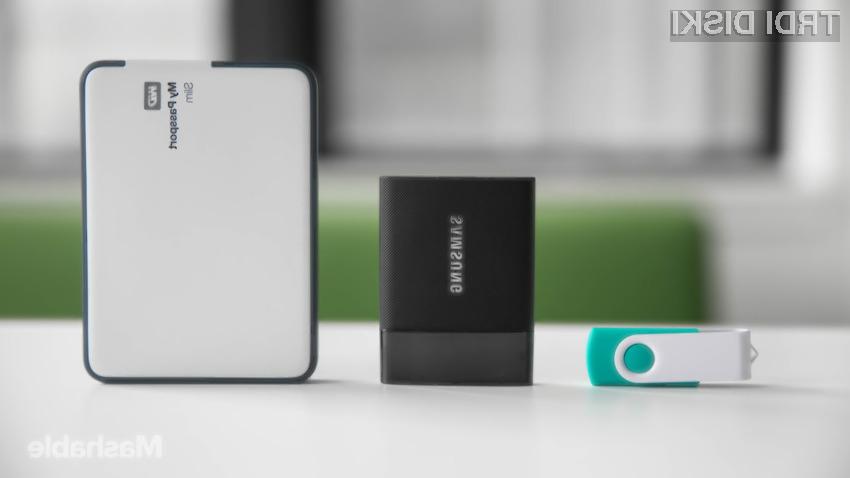 Hitri in zanesljivi zunanji pogon Samsung T1 se brez težav spopada s padci in udarci.