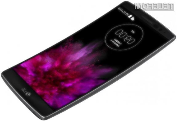 Površinske poškodbe ohišja mobilnika LG G Flex 2 skoraj popolnoma izginejo v zgolj nekaj sekundah.