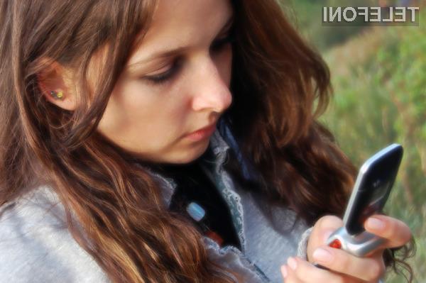 Pametni mobilni telefon je odlično sredstvo vohunov za sledenje vašemu gibanju.