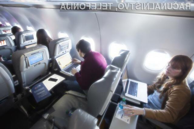 Heker je z vdorom v računalniški sistem letala neposredno ogrozil varnost potnikov.
