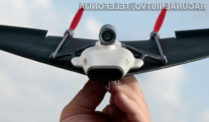Upravljanje letala iz papirja s pametnim mobilnim telefonom je pravi užitek.