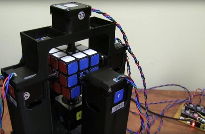 Naprava je z Rubikovo kocko opravila v pičli sekundi!