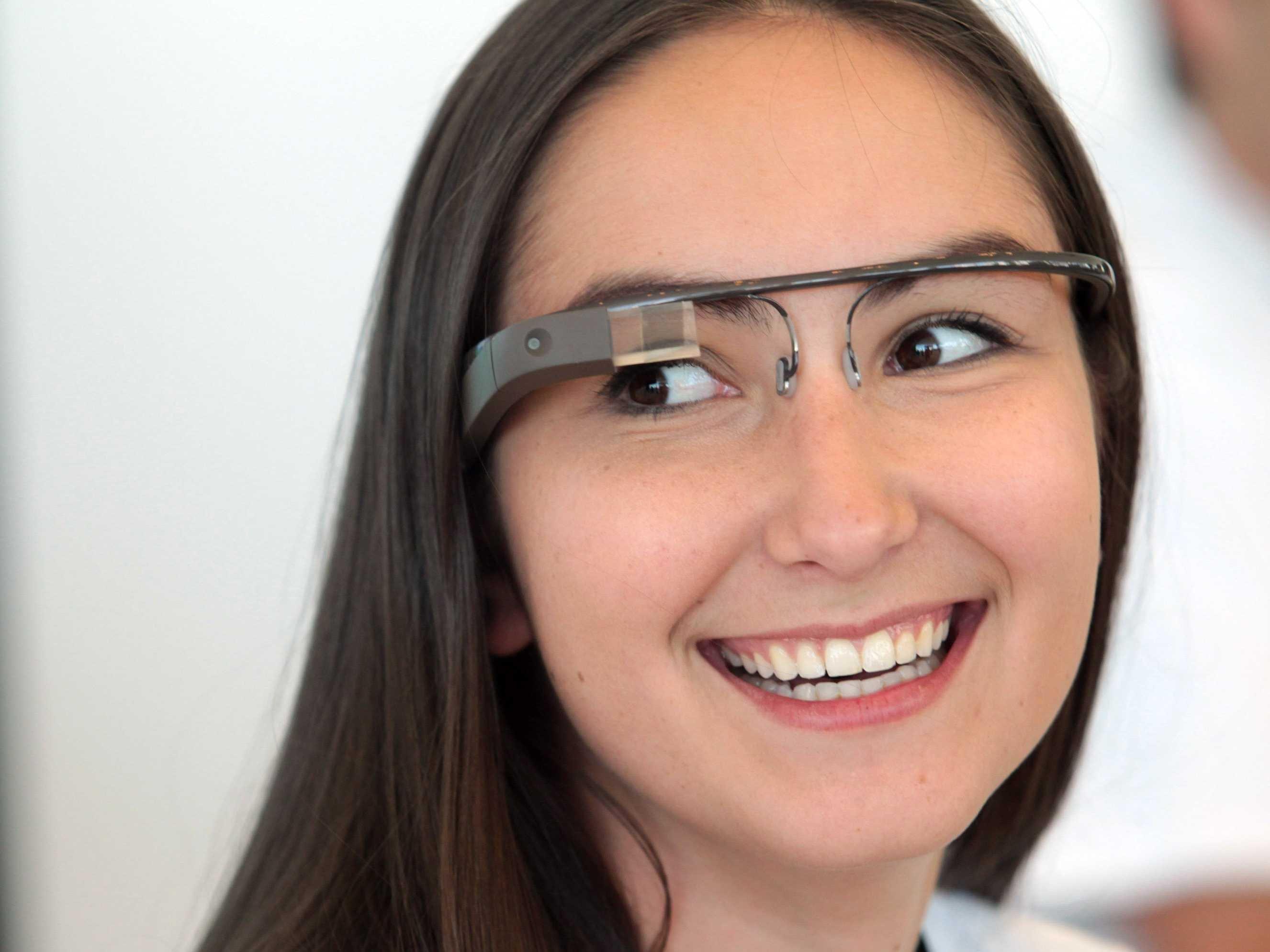 Druga generacija očal Google Glass naj bi bila nared za prodajo že v prvi polovici leta!