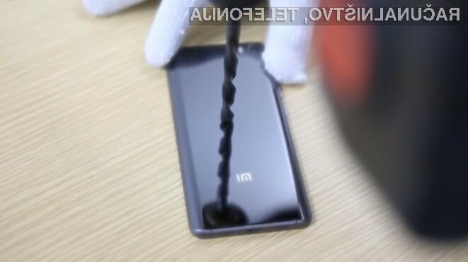 Ohišje pametnega mobilnega telefona Xiaomi Mi 5 Pro bo preživelo tudi najbolj nerodnega uporabnika.
