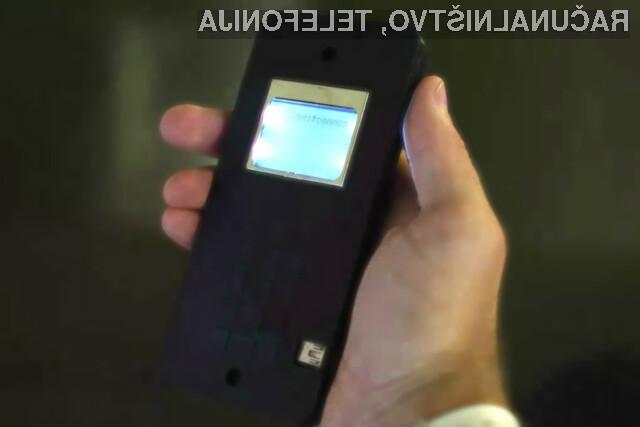 Spoznajte prvi mobilni telefon, ki se sestavi kar sam!