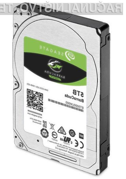 Kompaktni trdi disk Seagate BarraCuda ST5000 je grajen na osnovi kar petih magnetnih plošč kapacitete enega terabajta.