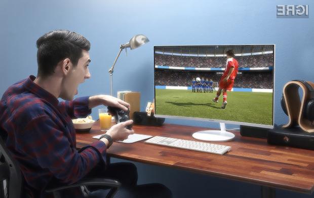Ukrivljeni zaslon Samsung CH711 se bo zlahka prikupil ljubiteljem večpredstavnostnih vsebin in iger.