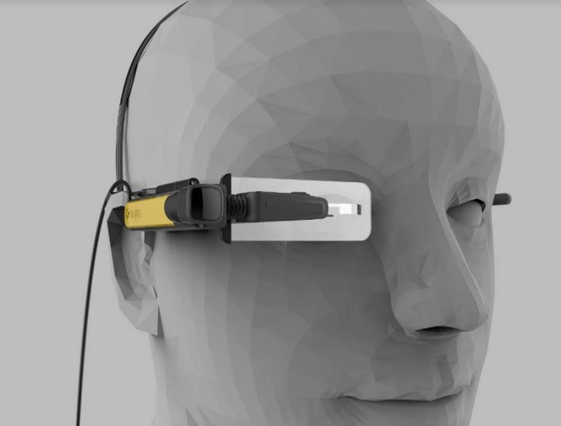 Lenovo New Glass C200 je enozrcalni sistem, ki prepoznava predmete v okolici s pomočjo tehnologije umetne inteligence. Dvodelni komplet, sestavljen iz očal in žepne enote, je prijazen do uporabnika in udoben.