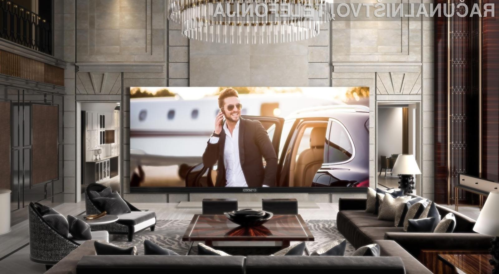 Največji in najdražji televizor C Seed 262 v širino meri 6,14 metrov in v višino 2,57 metrov.