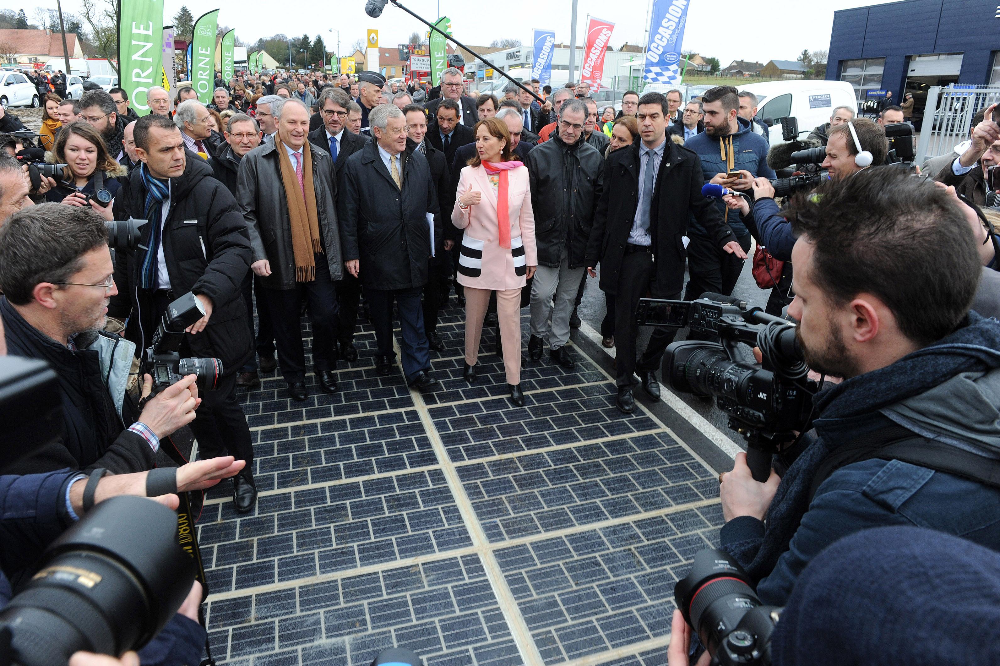 Prva solarna cesta se v praksi žal ni izkazala za uspešno rešitev.