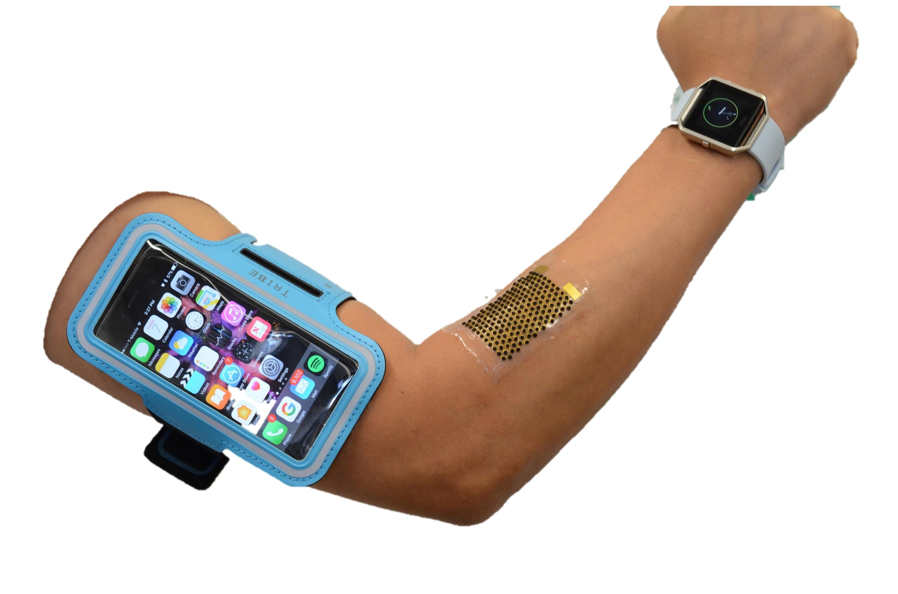 Mobilne naprave bi lahko kmalu polnili kar z našim potenjem med vadbo.