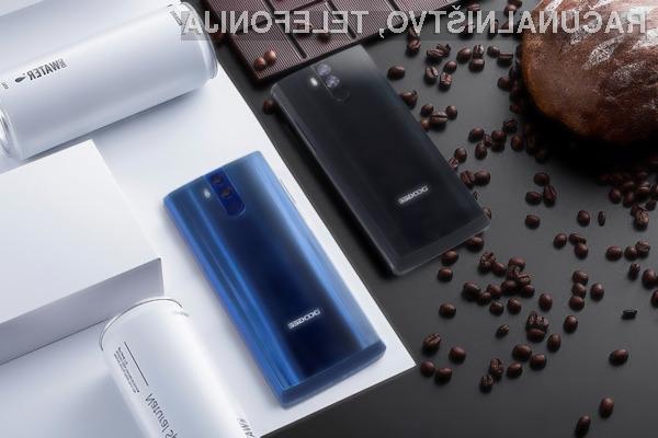 Telefon Doogee BL12000 bo poleg zmogljive baterije ponujal še všečno obliko!
