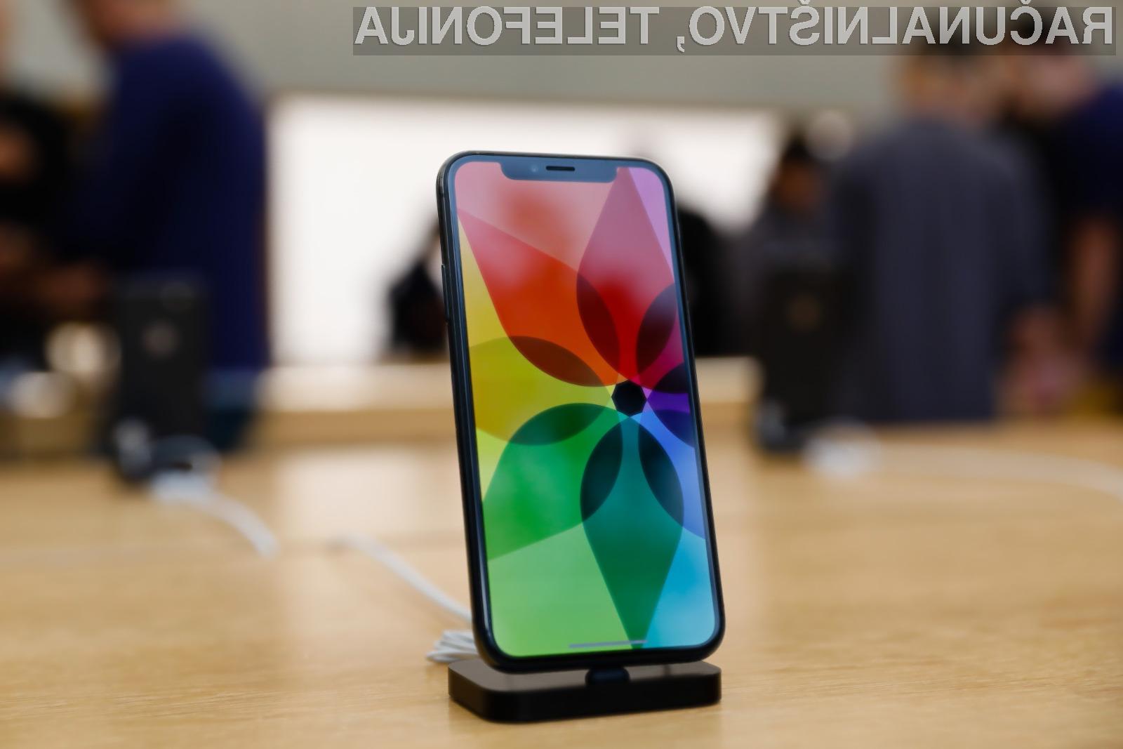 Telefona iPhone X ima težave še z zvočniki pri višjih jakostih zvoka.